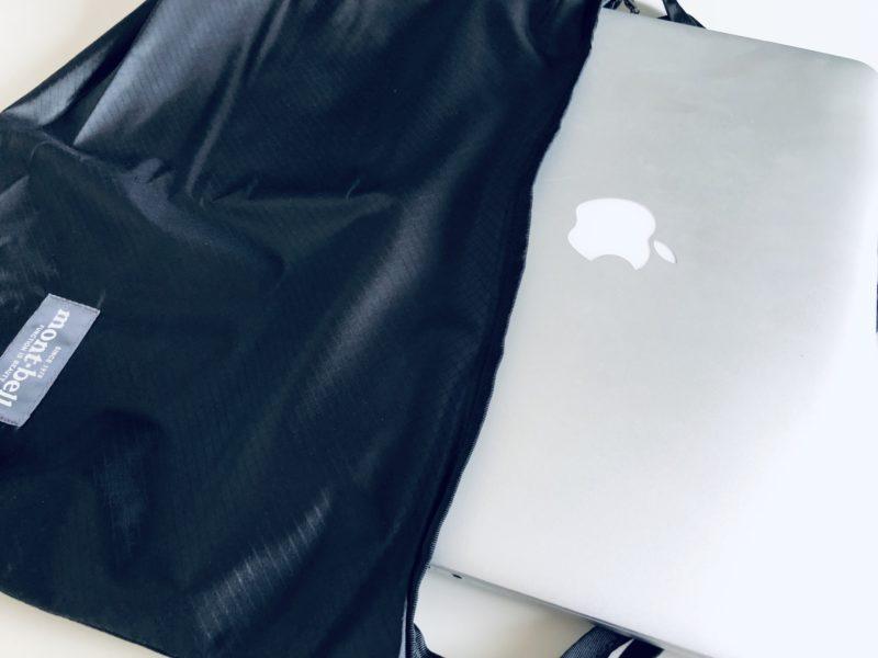 U.L.MONO ショルダーにMacBook Proを入れた画像
